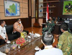 Danrem 043/Gatam Sambut Silaturahmi Kepala OJK  Dan Asisten I Bidang Pemerintahan dan Kesra Provinsi Lampung