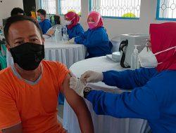 Warga Binaan Pemasyarakatan Lapas Kotaagung Dapatkan Vaksinasi Tahap Pertama