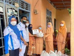 Persatuan DWP Lapas Rajabasa Beri Ratusan Paket Sembako Kepada Warga Sekitar Yang Terdampak PPKM