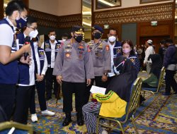 Kapolri Lepas Bus Vaksinasi Keliling Sasar Warga yang Tak Terjangkau