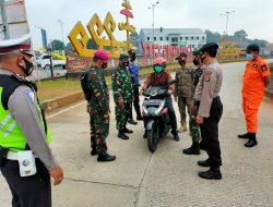 Peltu Joko Pandoyo Bersama Satgas Covid 19, Melaksanakan Kegiatan Penyekatan Kendaraan